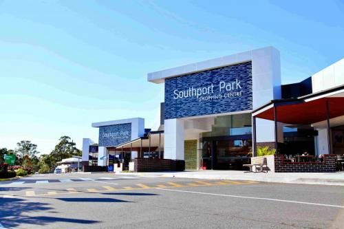 SOUTHPORT PARK SHOPPING CENTRE, SOUTHPORT QLD
